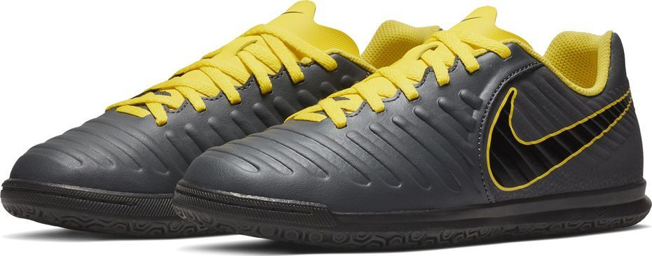 Nike Buty piłkarskie Nike Tiempo Legend 7 Club IC JR AH7260 070 38,5 1
