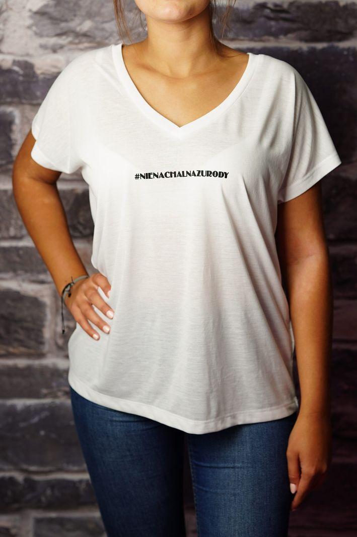 Axendor Koszulka biała damska T-shirt oversize z napisem #NIENACHALNAZURODY 1