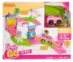 Mattel Barbie On the Go - Myjnia samochodowa zestaw + Lalka (FHV91)