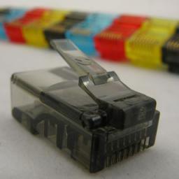NetRack wtyk RJ45 8p8c UTP linka, kat. 5e (100 szt), czarny (105-50K)