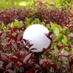 GreenBlue Solarna lampa wolnostojaca ogrodowa - kula 15x15x48cm, bialy LED (GB121)