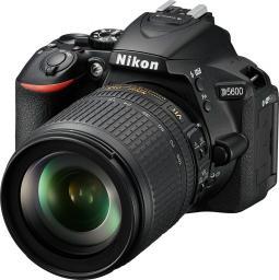 Lustrzanka Nikon D5600 + AF-P 18-105VR + karta 16GB + torba (VBA500K007)
