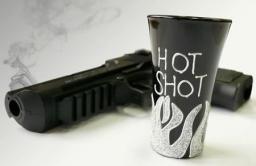 GiftWorld Kieliszek z napisem hot shot