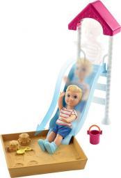 Mattel Barbie. Akcesoria spacerowe piaskownica ze zjeżdżalnią + dziecko  (FXG94/FXG96)