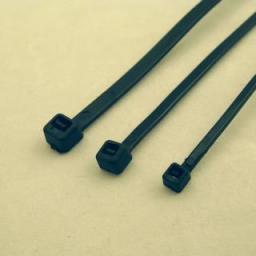 Organizer NetRack 2,5x150mm, 100szt, czarne 100-002-025-015