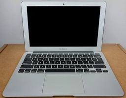 Laptop Apple (A--) Notebook Apple Macbook Air A1465 / i5 - 3317U / 4GB / 128GB SSD / 11,6 / 2012 / Klasa A-- uniwersalny