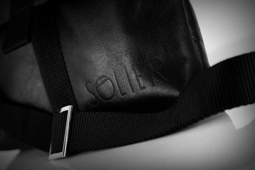 9c8417621073f Solier Skórzana torba na ramię   tablet VALENTIN czarna w Sklep ...