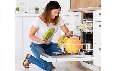 Jak stosować nabłyszczacz do zmywarki? Na co zwrócić uwagę przed zakupem?