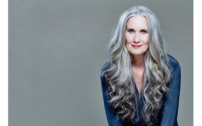 Farbowanie siwych włosów – jaką farbę wybrać? Jaki odcień będzie odpowiedni?