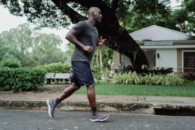 Jogging – co to? Jak zacząć? Zalety. Czy warto?