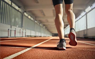 Lekkoatletyka — jak zacząć? Co daje? Czy warto?