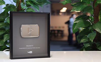 Srebrny Przycisk Play dla MoreleTV za 100 000 subskrypcji!